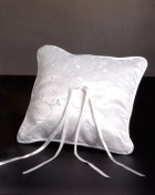 100389 White Wedding Rings Pillow